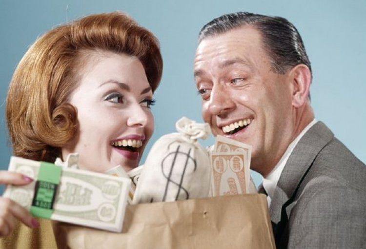 A e blejnë paratë lumturinë?